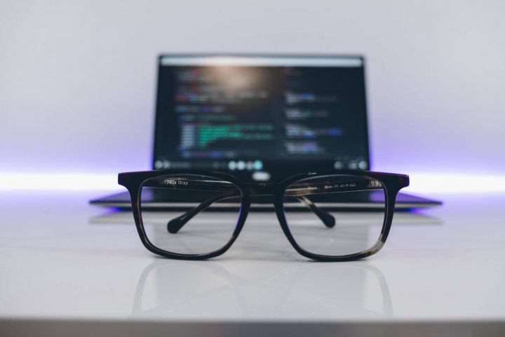 Microcopy writing: a computer and glasses