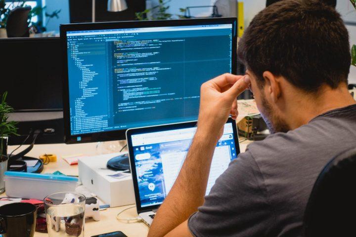 Web designer vs web developer: web developer